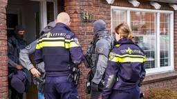 Arrestatieteam doet inval huis Helmond