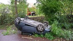 Auto slaat over de kop in Breda