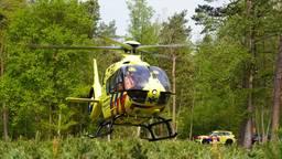 De traumahelikopter in het bos bij Dorst (foto: Jeroen Stuve).