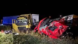 Botsing tussen twee vrachtwagens op N279, weg was uren dicht