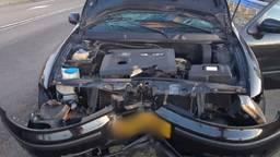 De auto waarin de Tilburger reed blijkt total loss (foto: politie).