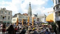 De terrassen blijven een week langer leeg (archieffoto: Henk Voermans).