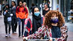 Winkelende mensen in coronatijd (foto: ANP).