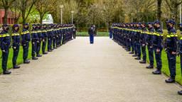 Een erehaag van vijftig agenten (foto: Dave Hendriks / SQ Vision).