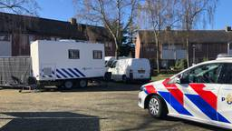 Politie het huis in Etten-Leur. (foto: Raymond Merkx)