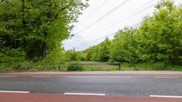 Een van de afgesloten parkeerplaatsen met slagboom. Door: Rutger van der Heijden