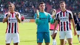 Connor van den Berg bedankt de Willem II-supporters voor de steun (foto: Orange Pictures).