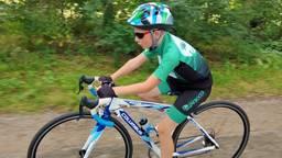 Mats (9) fietst 5300 euro bij elkaar voor Stichting Opkikker