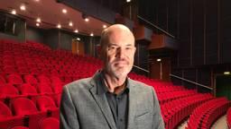 Coen Bais, de directeur van Theater De Lievekamp in Oss, vindt het jammer dat een aantal shows wordt uitgesteld.