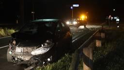 De twee auto's die botsten op de N618 raakten zwaar beschadigd (foto: Sander van Gils/SQ Vision).