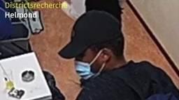 Een van de daders van de overval op Jack's Casino (foto: wijkagenten_helmondcentrum/Instagram).