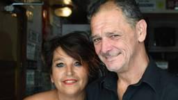 Henrita en John die  als derde generatie café d'n Bens levend hielden. (Foto: privécollectie)