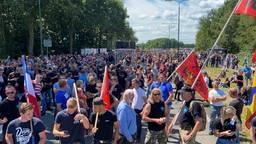 Duizenden demonstrerende boeren bij het RIVM. (Foto: Peter Huting / RTV Utrecht)