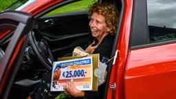 Dubbelslag voor Marianne met geldprijs én een auto (Foto: Postcode Loterij).