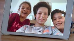 Juul (12), Aimee (10) en Olivier (8) videobellen een paar keer per week met opa en oma.