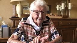 Iedere dag een eitje en op een tijd een sigaretje: Anneke Weterings van 107 is Brabants oudste