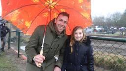 Willem-Jan en zijn dochter Emma genieten van de MXGP (Foto: Collin Beijk).