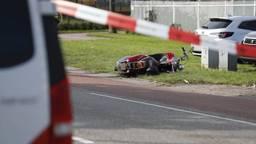 Scooter en voetganger botsen in Roosendaal: twee gewonden