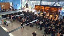 Drukte op Eindhoven Airport (foto: Noël van Hooft).