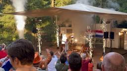 Bronzen Sanne van Dijke gehuldigd in Heeswijk-Dinther: 'Machtig mooi'