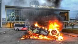 De brandende wagen van ProRail (foto: Rico Vogels/SQ Vision Mediaprodukties).