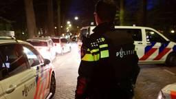 De politie kwam massaal naar de Repelweg in Vught (foto: Bart Meesters).