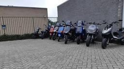 De in beslag genomen scooters (foto: politie Bergeijk).