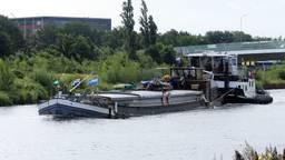 De 'gifboot' uit Veghel onderweg naar het Ketelmeer om te ontgassen (Foto: Joost Roeland).