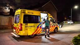 Het slachtoffer is in een ambulance naar een ziekenhuis gebracht (foto: Rico Vogels/SQ Vision).
