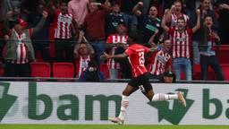 Blijdschap bij Noni Madueke én de PSV-fans (foto: OrangePictures).