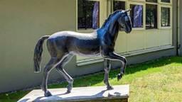 Het gestolen bronzen paard (foto: wijkagent Luc Dirckx/Instagram).