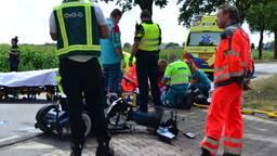 Ambulancepersoneel verzorgt het slachtoffer (foto: Walter van Bussel/SQ Vision Mediaprodukties).