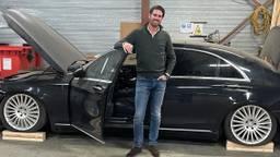 Chris Beemer met zijn gestolen Mercedes-Benz S-klasse.
