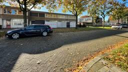 Twee huizen zijn zondagochtend afgezet (foto: Raymond Merkx).