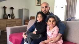 Malek AlGhayed met zijn twee dochters (foto: Raoul Cartens).