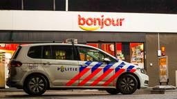 De overval bij de benzinepomp aan de Oude Bosschebaan in Eindhoven vond rond halftien vrijdagavond plaats (foto: Dave Hendriks/SQ Vision).
