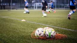 Training bij voetbalclub (foto: Rob Engelaar)