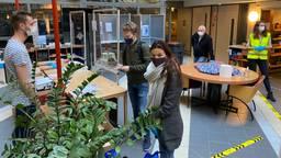 Het mobiele stembureau in verzorgingshuis De Vloet in Oisterwijk (foto:Jan Peels).
