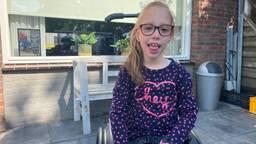 Een rolstoelbus is hard nodig als Nanne straks een grotere rolstoel krijgt. (Foto: Linda Koppejan)