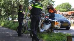 De postbezorger reed op een scooter. (Foto: Gabor Heeres / SQ Vision)