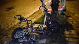 Van de scooter was niets meer over (foto: Perry Roovers/SQ Vision)