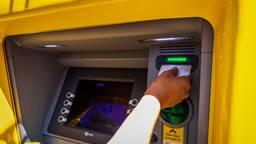 Van de rekening van de man werd 7700 euro gepind (foto: ANP 2021/Venema).