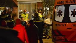 Hulpverleners na het vuurwerkongeluk (foto: Perry Roovers).