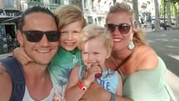 Mandy en haar gezin. (Foto: Mandy Sleddens)
