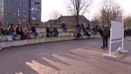 Studenten krijgen les in de buitenlucht voor het goede doel (foto: Omroep Brabant).