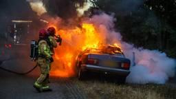 De bestuurder van de auto bleef ongedeerd.