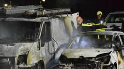 De politie onderzoekt of er sprake is van brandstichting (foto: SQ Vision).