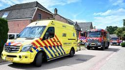 Hulpdiensten op de Kerkstraat in Helvoirt (foto: Toby de Kort/SQ Vision).