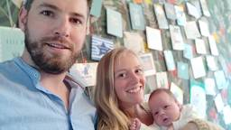 Trotse ouders Michiel en Megan met hun zoontje Neil (foto: Michiel van den Berge)