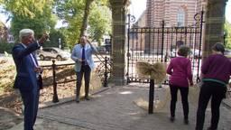 Onthulling van de monumentale poort. Foto: Omroep Brabant.